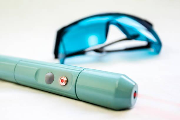 عینک مخصوص لیزر موهای زائد